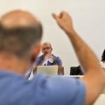 Jonathan Levi (EU) durante una sesión del Módulo de Cultura Popular. De izquierda a derecha: Jorge Espinosa (Colombia) y María Jesús Zevallos (Perú). Barranquilla.Joaquín Sarmiento/Archivo FNPI