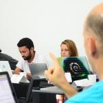 De izquierda a derecha: Nina Martyris (India), Jorge Pizón(Colombia) y Marilia Kodic (Brasil). Sesión con los Maestros directores. Álvaro Delgado /Archivo FNPI