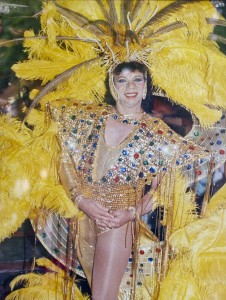"""Fotografía del archivo personal de Jairo Polo cuando fue coronado """"Reina del Carnaval Gay"""". Santiago Rosero/Archivo FNPI"""