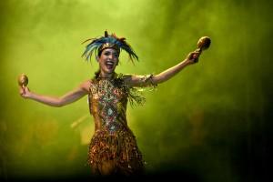 Daniela Cepeda Tarud, Reina del Carnaval, bailando en la lectura del Bando. Joaquín Sarmiento/Archivo FNPI