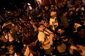 Músicos tocando en la Rueda de Cumbia en el Barrio Abajo. Joaquín Sarmiento/Archivo FNPI