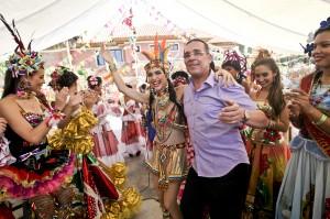 Daniela Cepeda Tarud, reina del Carnaval de Barranquilla, y su padre Efraín Cepeda.Joaquín Sarmiento/ Archivo FNPI